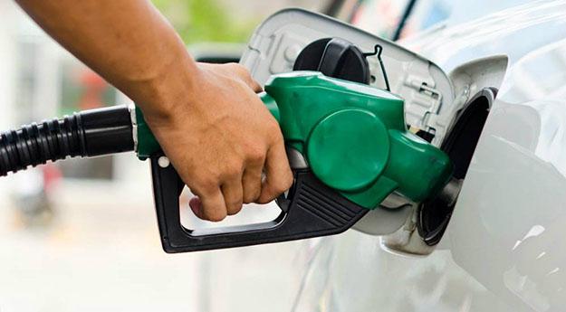 Petrobrás aumenta preço da gasolina e é o maior da história