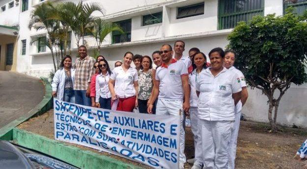 Auxiliares e técnicos de enfermagem realizam paralisação de 48h em Caruaru