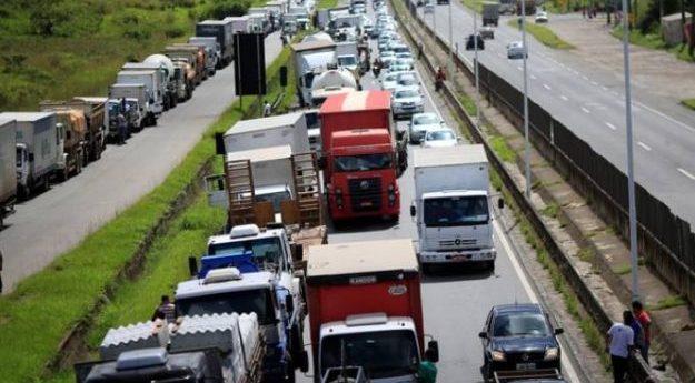 Possível greve dos caminhoneiros pode acontecer no dia 23 de maio