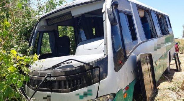 Acidente de ônibus deixa nove pessoas feridas na BR-104