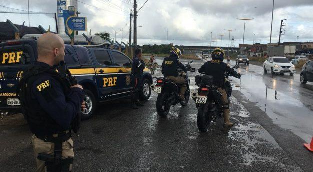 PRF reforça fiscalização em estradas de Pernambuco