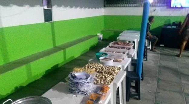 Presos realizam festa dentro de penitenciária em Caruaru