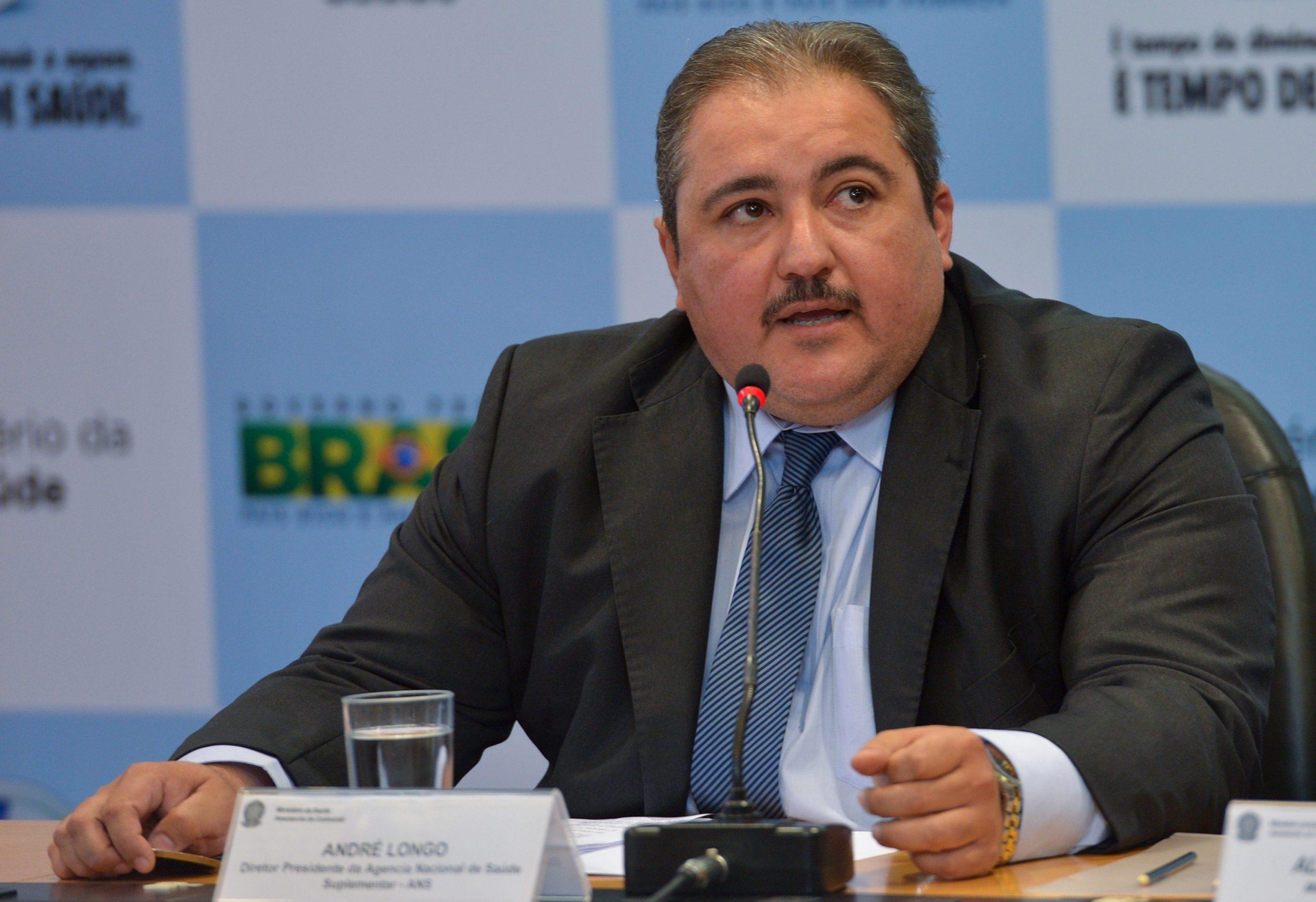 Secretário de Saúde de PE e chefe de gabinete de Paulo Câmara testam positivo para Covid-19