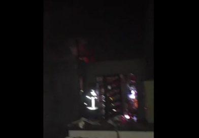 Casa pega fogo em bairro de Caruaru
